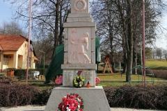 Čistenie pomníka padlých – október 2020